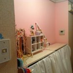 玄関の一面をピンク色にしたよ(*^_^*)