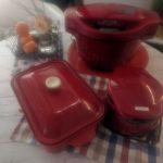 食卓に三つの赤(ホットクック、ワッフルメーカー、ホットプレート)