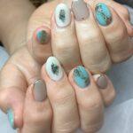 夏のネイルはブルーとホワイト(貝殻デザイン)で涼しさを♪